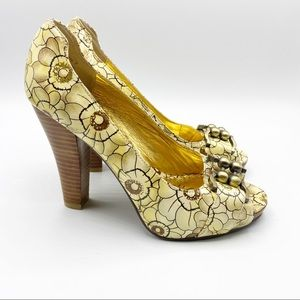 Naughty Monkey Leather Floral Heels Gold Tan 7